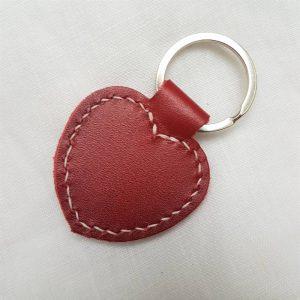 Porte clefs coeur en cuir bovin rouge
