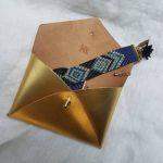 pochette-enveloppe-cuir-or