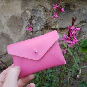 Porte carte en cuir rose bonbon